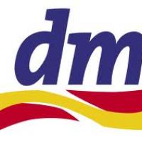 dm est une chaîne spécialisée en produits de beauté et d'hygiène. On trouve des magasins tout le long de la frontière.